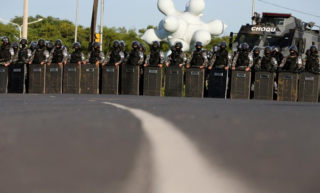 Riot police officers take position before a Brazilian court decides on an appeal by Lula da Silva against a corruption conviction that could bar him from running in the 2018 presidential race, in Porto Alegre, Brazil January 24, 2018. REUTERS/Paulo Whitak