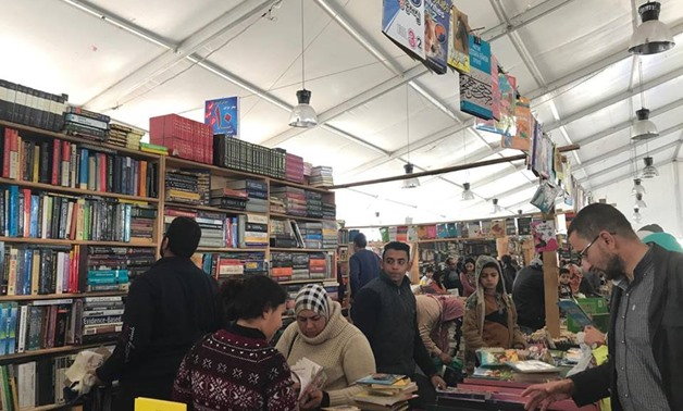 "Readers at the ""Soor al-Azabkeya"" - Mira Maged"