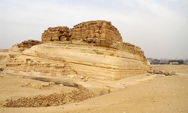 Caption: Queen Khentkaus I tomb in Giza – Wikipedia/Jon Bodsworth