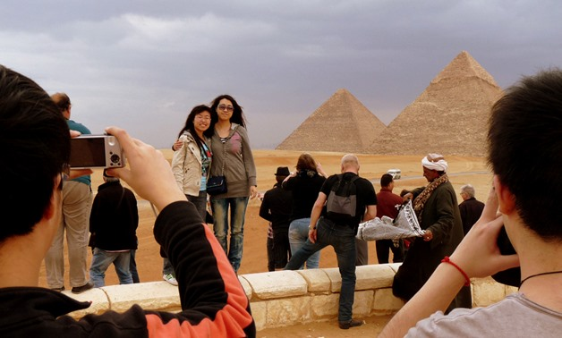 Chinese tourists in Egypt, January 23, 2005 – CC via Wikimedia Commons