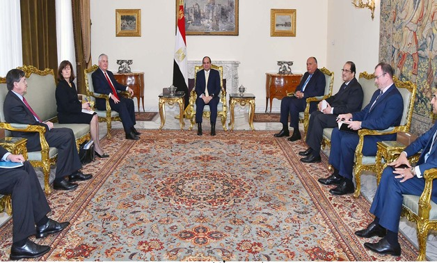 President Sisi (C) meets with U.S. Secretary of State Rex Tillerson and his accompanying delegation (L) in presence of Egyptian counterparts (R) – press photo