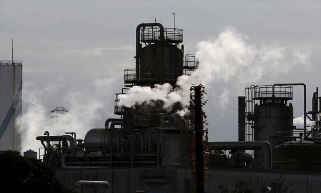 Smoke rises from factories at Keihin industrial zone in Kawasaki, south of Tokyo, Japan, November 11, 2015 -  REUTERS/Yuya Shino