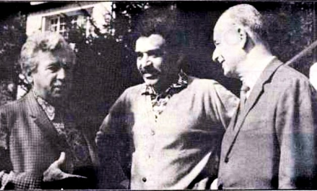 Adonias Filho (on the right) with fellow writers Gabriel Garcia Marquez (center), and Jorge Amado (left). - Wikimedia/Photo taken by Adonias Filho's wife