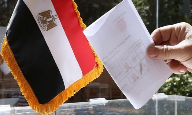 Egyptian national residing in Lebanon casts his vote in his country's presidential elections at a polling station at the Egyptian embassy in Beirut on May 15, 2014 - AFP