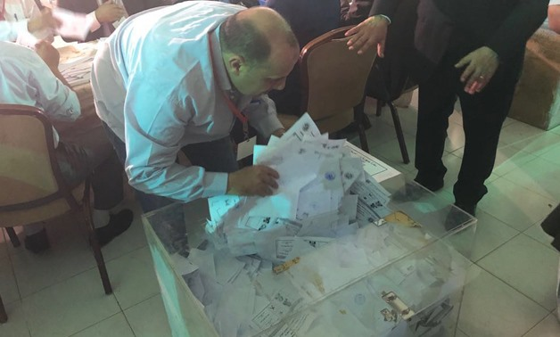 Sorting ballots at the Egyptian embassy in Kuwait - Press photo