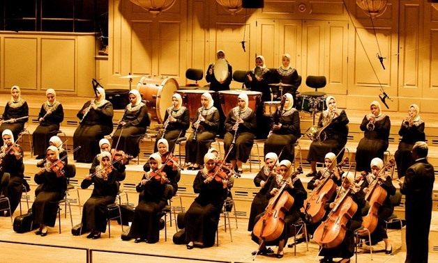 Sisi gives standing ovation to orchestra of blind women