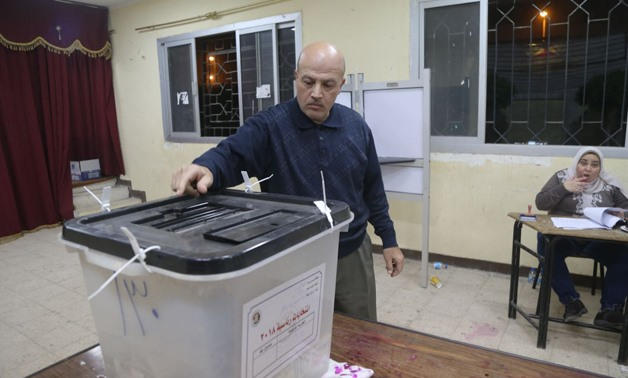 An Egyptian man casts his vote in 2018 presidential election- Egypt Today/Mohamed el-Hosary
