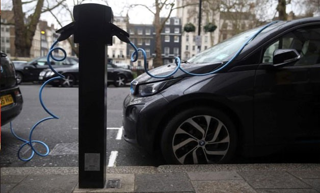 Electric cars are plugged into a charging point in London, Britain, April 7, 2016 - REUTERS/Neil Hall/File Photo