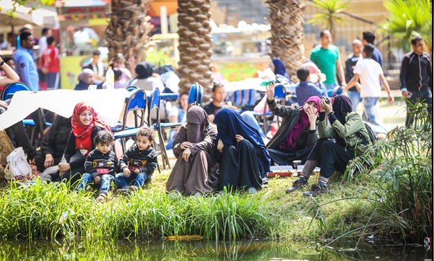 Egyptians celebrate Sham El-Nessim at Orman Park- Egypt Today/Hazem Abdel-Samad