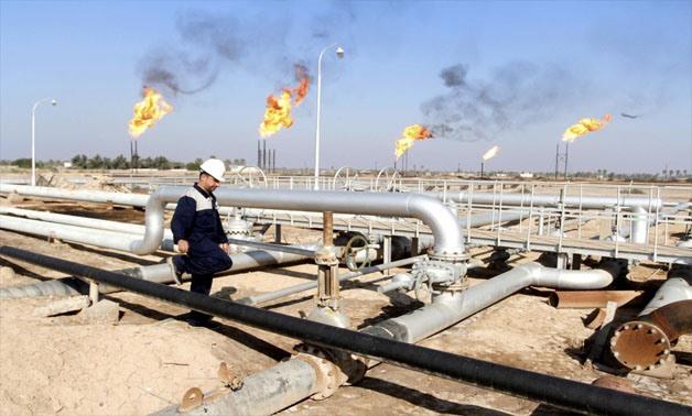 A worker walks at Nahr Bin Umar oil field, north of Basra, Iraq December 21, 2015 - REUTERS/Essam Al-Sudani/File Photo