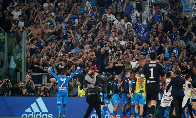 Soccer Football - Serie A - Juventus v Napoli - Allianz Stadium, Turin, Italy - April 22, 2018 Napoli's Jose Callejon celebrates after the match with fans REUTERS/Stefano Rellandini