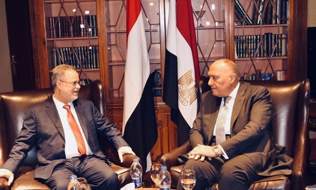 Egypt's Foreign Minister Sameh Shoukry (R) receives in Cairo hi Yemeni counterpart Abdel Malik al Mekhlafi (L) on April 29, 2018 - Press Photo