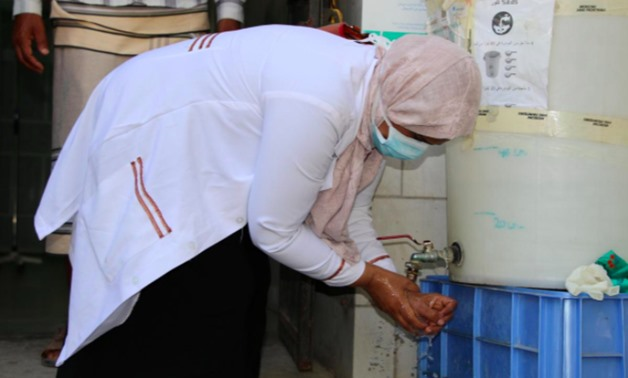 Nahla Arishi, a pediatrician, washes her hands after attending to people infected with diphtheria at the al-Sadaqa teaching hospital in the sourthern port city of Aden, Yemen, December 18, 2017. REUTERS/Fawaz Salman