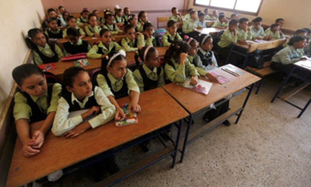 Students attend class on the first day of their new school year at a government school in Giza, south of Cairo, September 22, 2013 (Photo: Reuters)