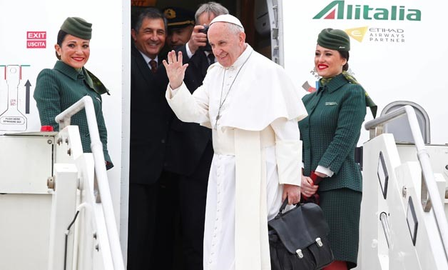 Pope Francis flies to Cairo in historic visit