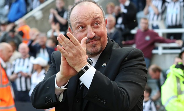 Soccer Football - Premier League - Newcastle United vs Chelsea - St James' Park, Newcastle, Britain - May 13, 2018 Newcastle United manager Rafael Benitez applauds fans after the match REUTERS/Scott Heppell