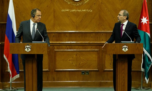 Russian Foreign Minister Sergei Lavrov (L) and his Jordanian counterpart Ayman Safadi attend a news conference in Amman, Jordan September 11, 2017.