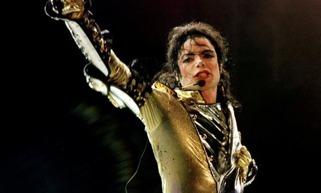 "FILE PHOTO: U.S. popstar Michael Jackson performs during his ""HIStory World Tour"" concert in Vienna, July 2, 1997. REUTERS/Leonhard Foeger/File Photo."