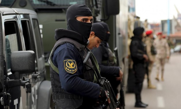 Security forces stand guard in Alexandria, Egypt on January 25, 2016 - ASMAA WAGUIH/REUTERS