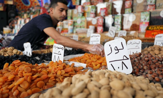 A man displaying nuts during the holy month of Ramadan - Egypt Today