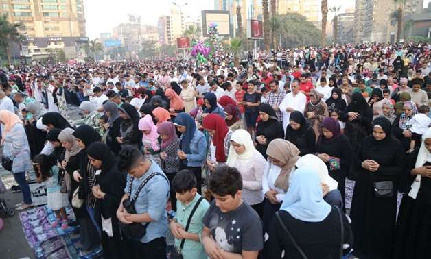 Hundreds of Egyptians perform Eidul Fitr prayer on Friday at Mostafa Mahmoud Mosque, Giza - Photo by Mohamed el-Hosary/Egypt Today