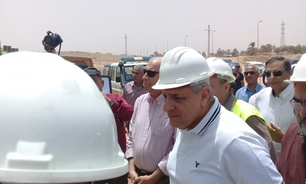 Presidential Assistant for National and Strategic Projects,        Mahlab, inspects projects in Aswan – Press photo