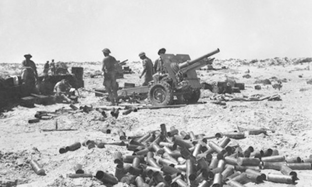 25 pdr guns of the 28th Field Regiment, Royal Artillery at El Alamein, 12 July 1942 – Creative Commons via Wikimedia