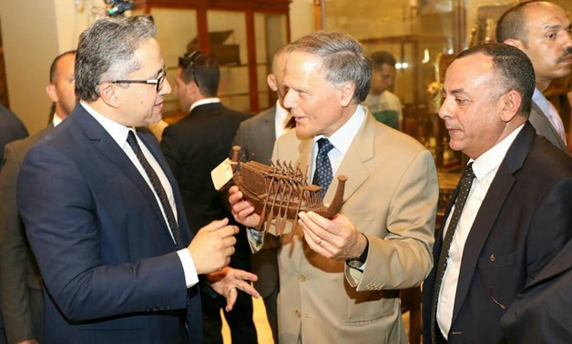 Minister of Antiquities Khaled el-Enany accompanied Sunday Italian Minister of Foreign Affairs, Enzo Moavero Milanesi, on a tour in the Egyptian Museum in Tahrir square - Facebook.