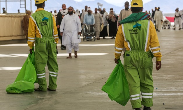 Sanitation workers collect litter during the annual Hajj pilgrimage in the holy city of Mecca on August 22, 2018.- AFP / AHMAD AL-RUBAYE
