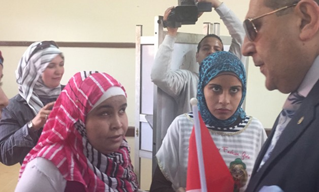 A girl with visual disability votes in the 2018 presidential election- Egypt Today/Mahmoud Maqboul