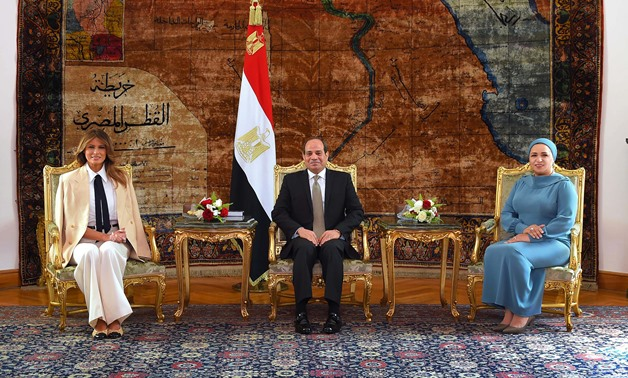 President Sisi (C) and his wife Entissar al-Sisi (R) welcomes U.S. First Lady Melania Trump (L) in Cairo- Press photo