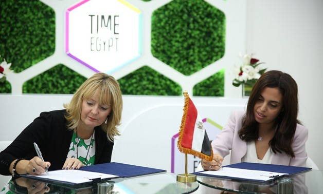 Signing the MoU - Press Photo