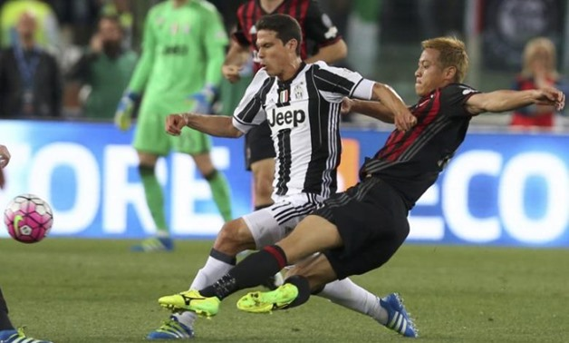 FILE PHOTO: Football Soccer - Juventus v Milan - Italian Cup Final - Olympic stadium, Rome, Italy - 21/05/16 Juventus' Hernanes in action against AC Milan's Keisuke Honda. REUTERS/Alessandro Bianchi Picture Supplied by Action Images