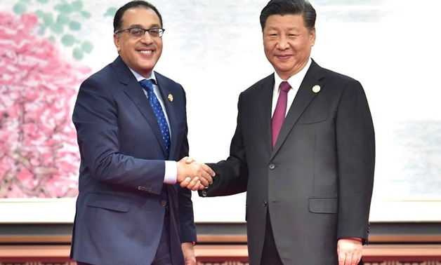 Egyptian Prime Minister Mostafa Madbouly (L) shakes hand with the Chinese President Xi Jinping (R) – Press photo