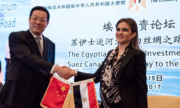Sahar Nasr (R) with the chairman of China's Sinosure (L) - Press photo