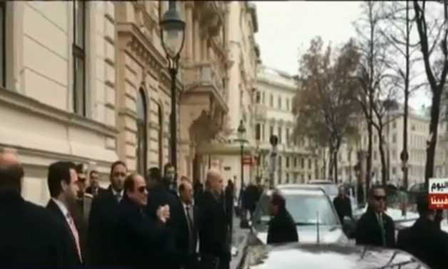 Expats greet President Sisi upon arrival in Vienna