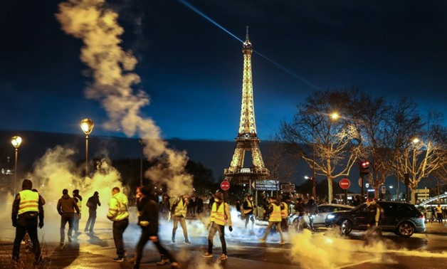 """""""Yellow Vest"""" protesters demonstrate for a sixth Saturday of protests, with the Eiffel Tower in the background."""