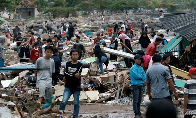 Rescuers and residents look for survivors along the coast in South Lampung on South Sumatra on Dec 23, 2018. (Photo: AFP/Ferdi Awed)