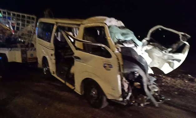 A microbus collided with a truck pulling a trailer leaving 8 deaths