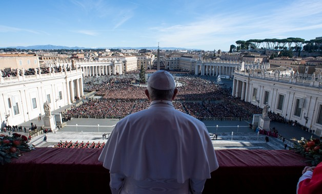 "Pope Francis delivers the ""Urbi et Orbi"" message from the main balcony of Saint Peter's Basilica at the Vatican, December 25, 2018. Vatican Media/­Handout via REUTERS ATTENTION EDITORS - THIS IMAGE WAS PROVIDED BY A THIRD PARTY."
