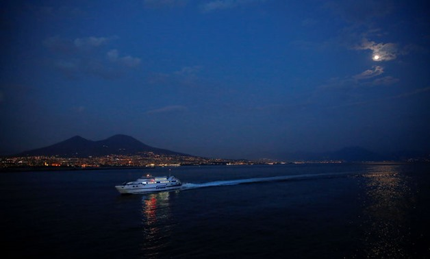 Naples mayor offers to welcome in stranded NGO migrant boat