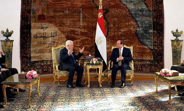 Palestinian President Mahmoud Abbas (L) and Egyptian President Abdel Fatah al-Sisi (R) - Press Photo