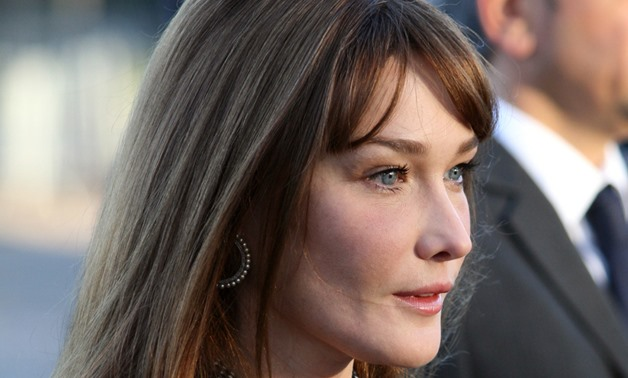 Exhibition Stand Wikipedia : Carla bruni stands by man in new english cover album