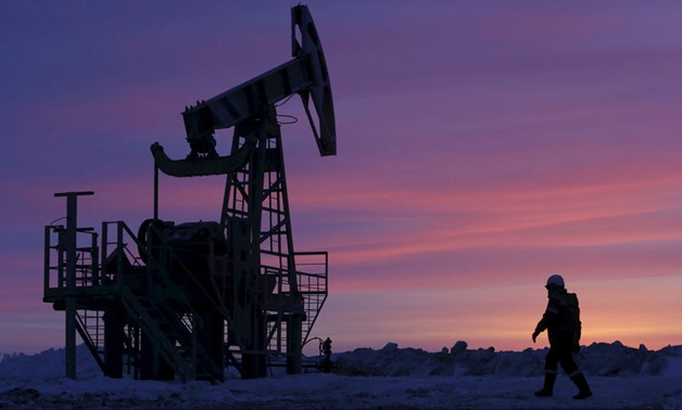 FILE PHOTO: A worker at an oil field owned by Bashneft, Bashkortostan, Russia, January 28, 2015. REUTERS/Sergei Karpukhin/File Photo - D1BEUBAWKVAB