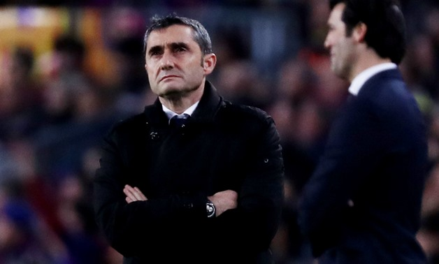 Soccer Football - Copa del Rey - Semi Final First Leg - FC Barcelona v Real Madrid - Camp Nou, Barcelona, Spain - February 6, 2019 Barcelona coach Ernesto Valverde and Real Madrid coach Santiago Solari during the match REUTERS/Sergio Perez