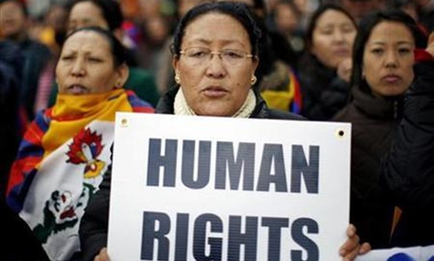 A pro-Tibet protester demonstrates outside the United Nations headquarters in New York, March 24, 2008. REUTERS/Mike Segar