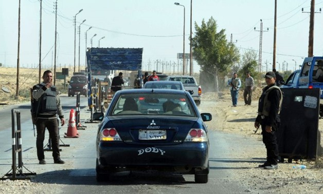 Egyptian police inspect cars at a checkpoint in North Sinai - Yahoo News