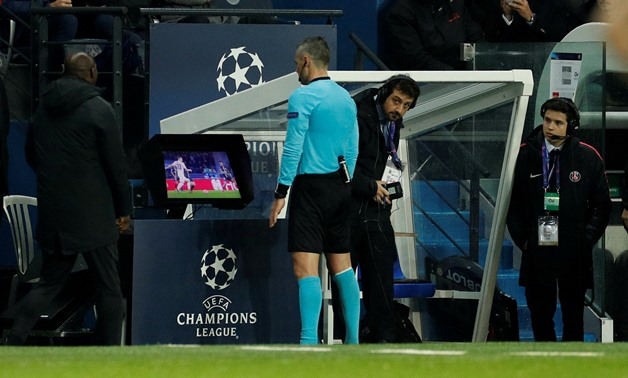 : FILE PHOTO: Soccer Football - Champions League - Round of 16 Second Leg - Paris St Germain v Manchester United - Parc des Princes, Paris, France - March 6, 2019 Referee Damir Skomina reviews an incident on VAR before awarding a penalty to Manchester Uni
