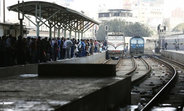 Passengers wait for their train near a damaged train carriage after a bomb exploded at Ramses railway station in downtown Cairo November 20, 2014. (File photo: Reuters)