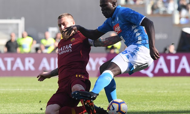 Soccer Football - Serie A - AS Roma v Napoli - Stadio Olimpico, Rome, Italy - March 31, 2019 AS Roma's Daniele De Rossi in action with Napoli's Kalidou Koulibaly REUTERS/Alberto Lingria
